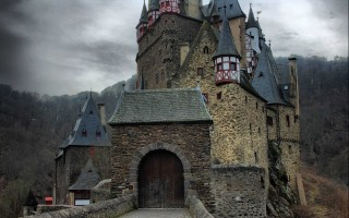 Сказочный замок Эльц в Германии