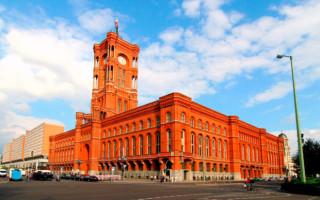 Особенности архитектуры Красной ратуши в Берлине